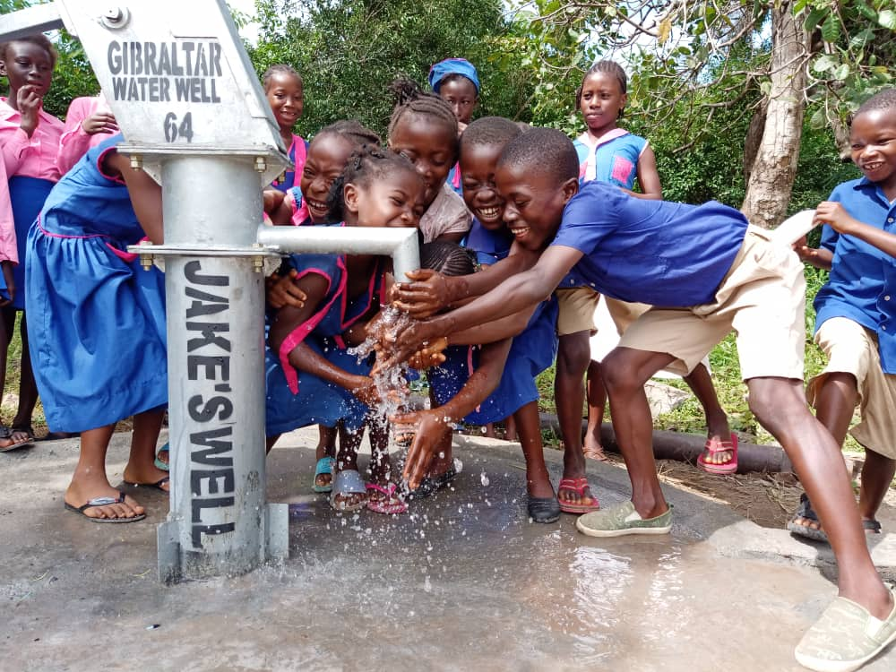 September 2020 - A dream come true for Jake Torres and for the children of RC Primary school in Songo - a new water well !